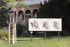Ausstellung vor dem Hotel Schloss Weikersdorf anlässlich des Photo Festivals La Gacilly Baden.
