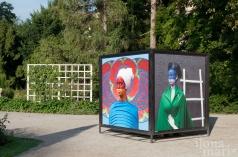 """""""Die Welt ist 9 Jahre alt"""" von Aida Muluneh im Doblhoffpark bei der Orangerie beim Photo Festival La Gacilly Baden"""