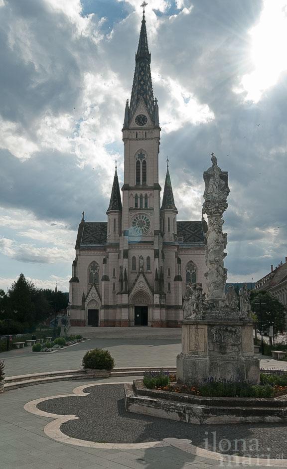 Herz Jesu Kirche vor der Altstadt von Güns