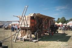 Große alte Dreschmaschine beim Dreschkirtag in Rechnitz