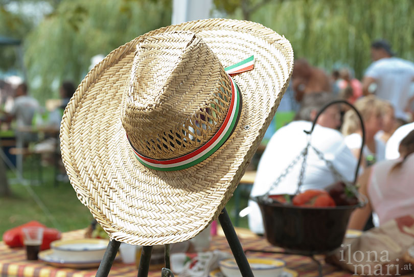 Strohhut beim Lecsó Festival