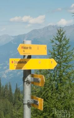 Wegweiser auf dem Wanderweg in den Lienzer Dolomiten