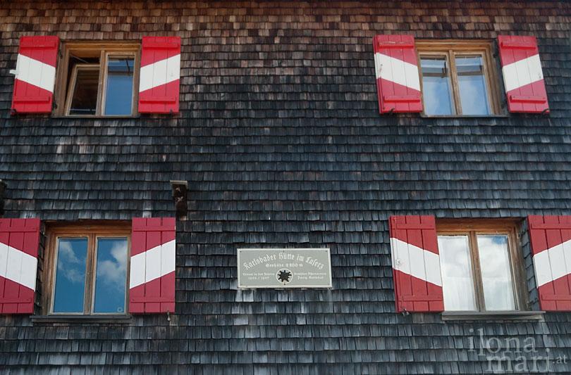Karlsbader Hütte im Laserz in den Dolomiten