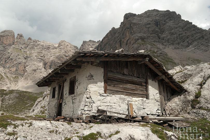 Eine Berghütte als Filmschauplatz in den Lienzer Dolomiten