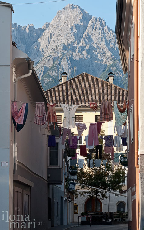 Wäscheleinen im Stadtzentrum von Lienz.
