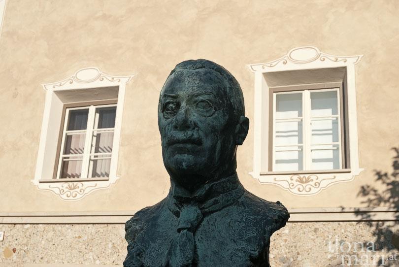 Egger-Lienz Denkmal auf dem Egger-Lienz-Platz