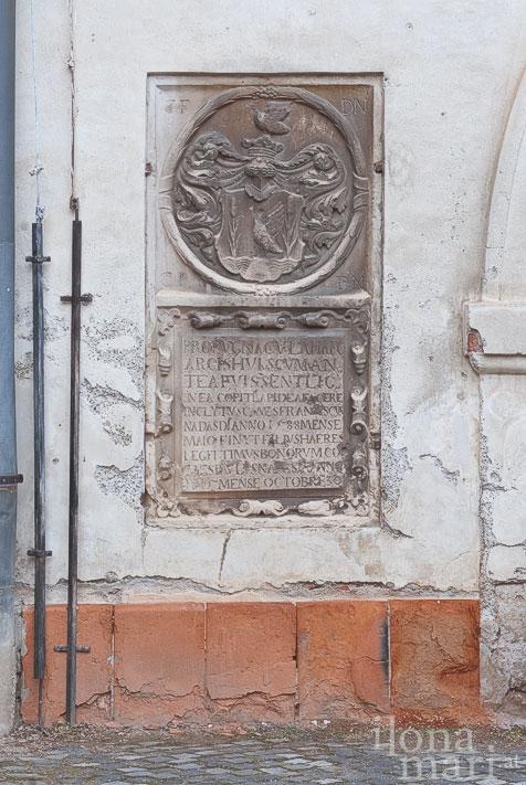Gedenkstein für Ferenc II. Nádasdy, den schwarzen Beg, im Schloss Sárvár
