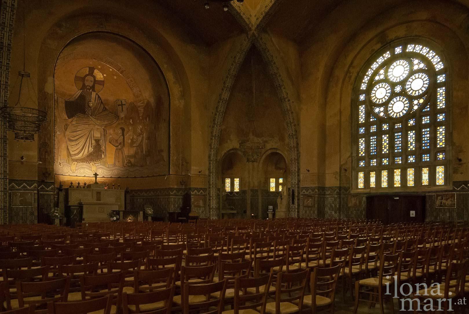 Innenraum der Kirche Saint Saveur in Domfront (Normandie)